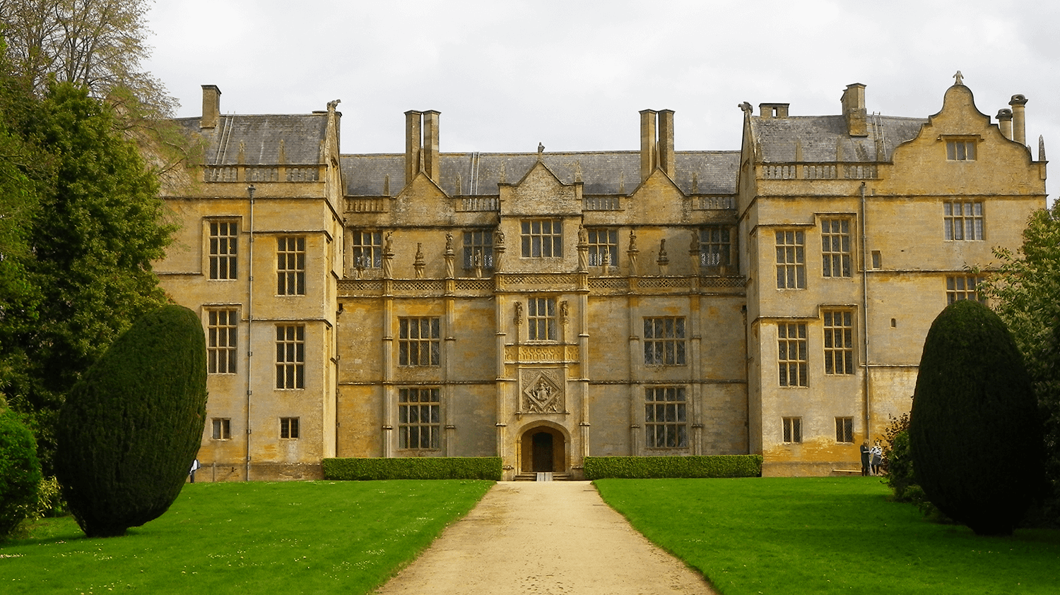 Large National Trust building near Yeovil, Somerset